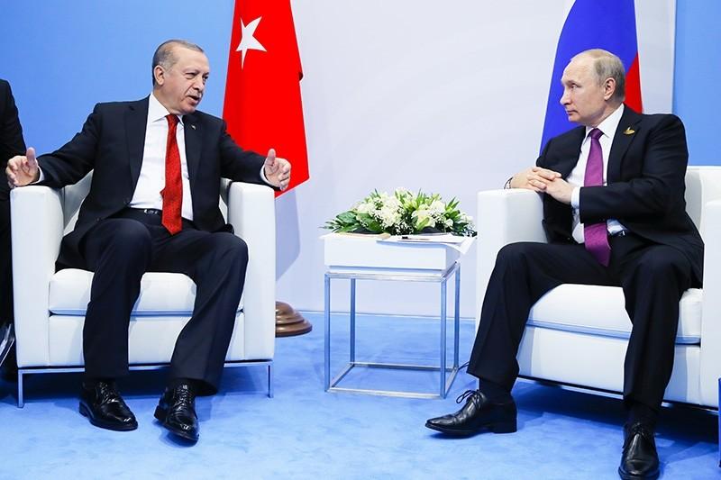 Turkish President Recep Tayyip Erdou011fan, left, gestures while speaking to Russian President Vladimir Putin during their meeting at the G-20 summit in Hamburg, northern Germany, Saturday, July 8, 2017. (AP Photo)