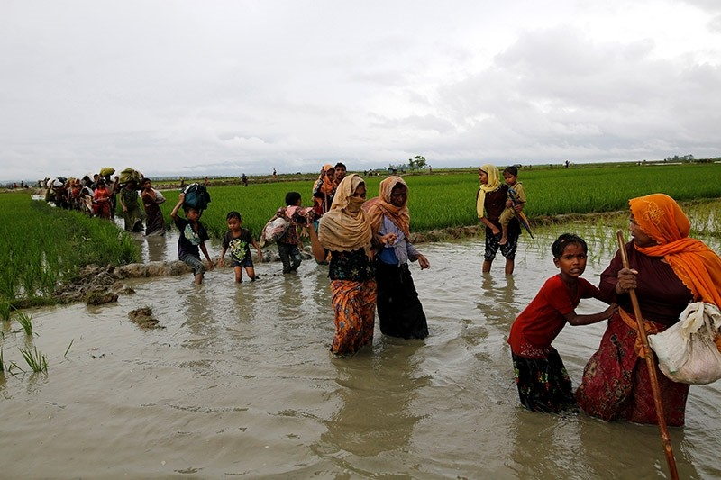 A group of Rohingya refugee people walk in the water after crossing the Bangladesh-Myanmar border in Teknaf, Bangladesh, September 1, 2017. (Reuters Photo)