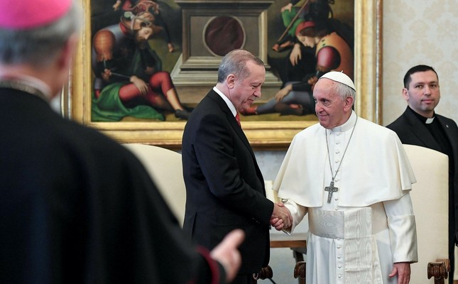 President Erdoğan (L) at a private audience with Pope Francis, at the Vatican, Feb. 5.