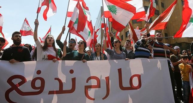 تظاهرات في بيروت احتجاجا على فرض ضرائب جديدة