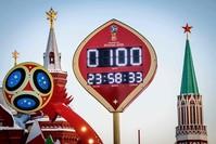لافتة لإعلان العد التنازلي لبدء كأس العالم روسيا 2018 (الفرنسية)