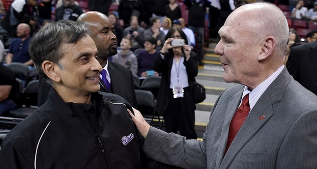 In this file photo taken on Feb. 20, 2015, head coach George Karl of the Sacramento Kings (R) gets greeted by the owner Vivek Ranadive (L) prior to the start of the game against the Boston Celtics in Sacramento, California. (AFP Photo)