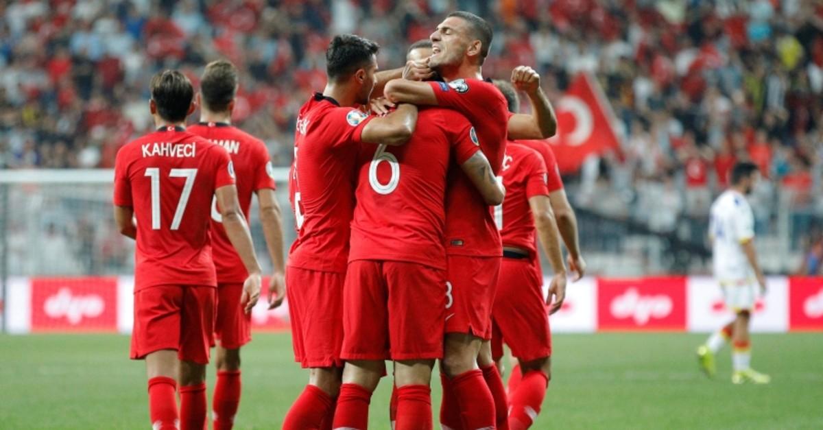 Turkey's Ozan Tufan celebrates scoring their first goal with team mates (Reuters Photo)
