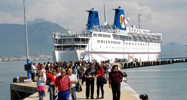 Israeli tourists arrive in Turkey as their ship docks at a southern Mediterranean port. (AA File Photo)