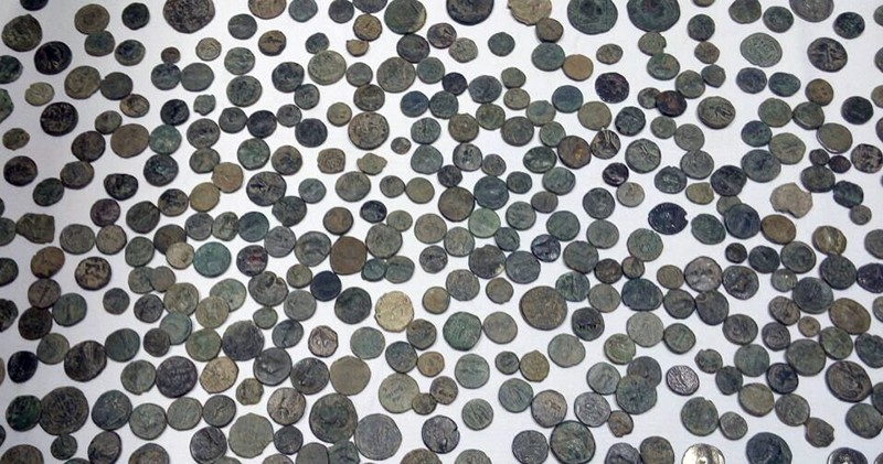 Byzantine-era coins confiscated by Turkish police in undated anti-smuggling operations (Sabah File Photo)