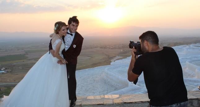 باموق قلعة التركية .. الوجهة المفضلة للعرسان لالتقاط صور الخطبة والزفاف