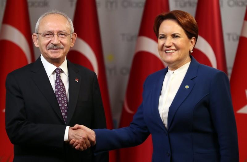 CHP Chairman Kemal Ku0131lu0131u00e7darou011flu and u0130P Chairwoman Meral Aku015fener shake hands after their press conference in Ankara on January 25, 2019. (AFP Photo)
