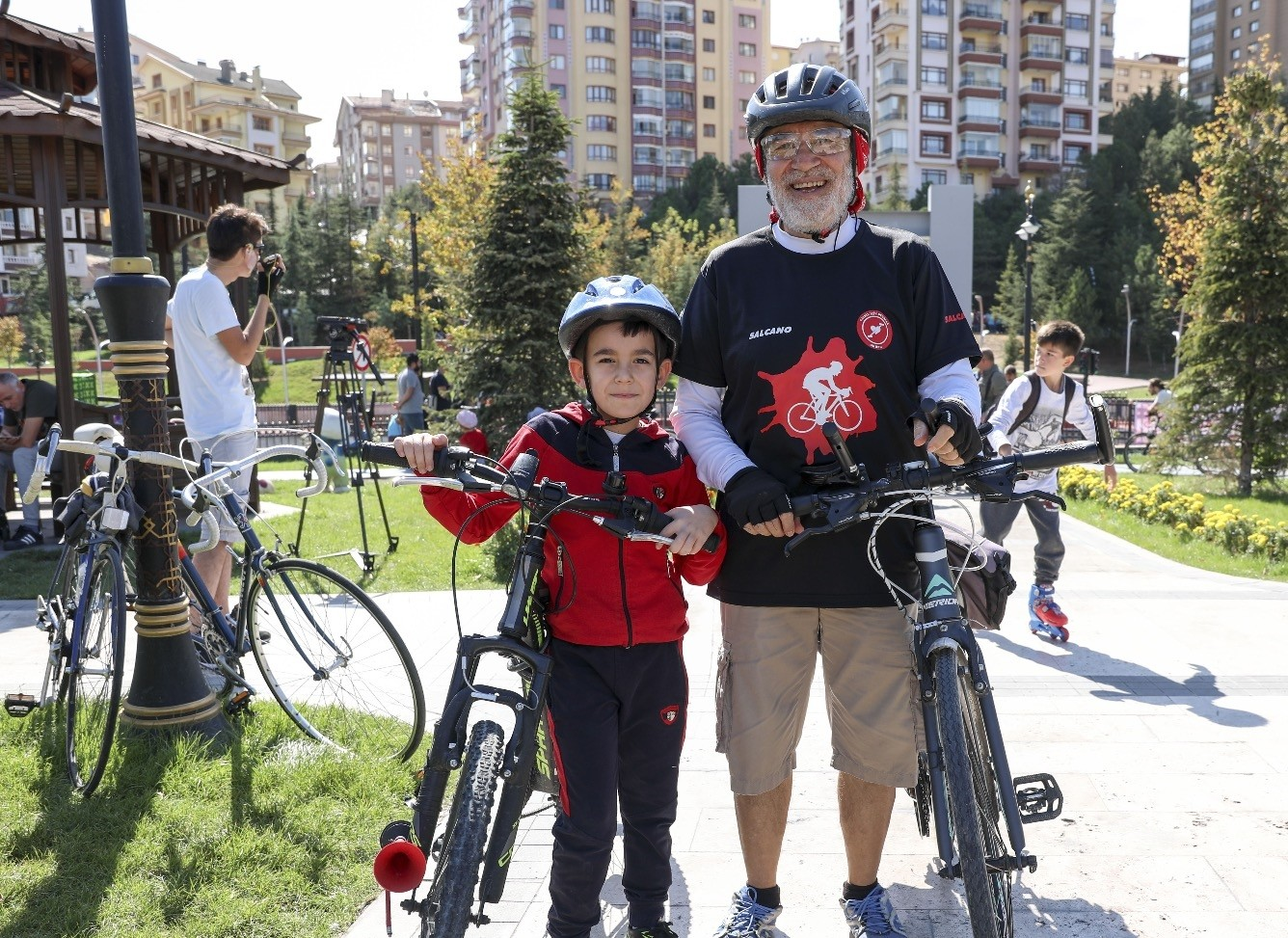 Cyclist u00d6mer Gu00fcleu00e7 (66) in Ankara speaks on the occasion of Sept. 29 World Heart Day. Todayu2019s International Day for Older Persons needs more careful consideration, one expert says.