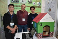 Turkish students make solar-heated doghouse for strays