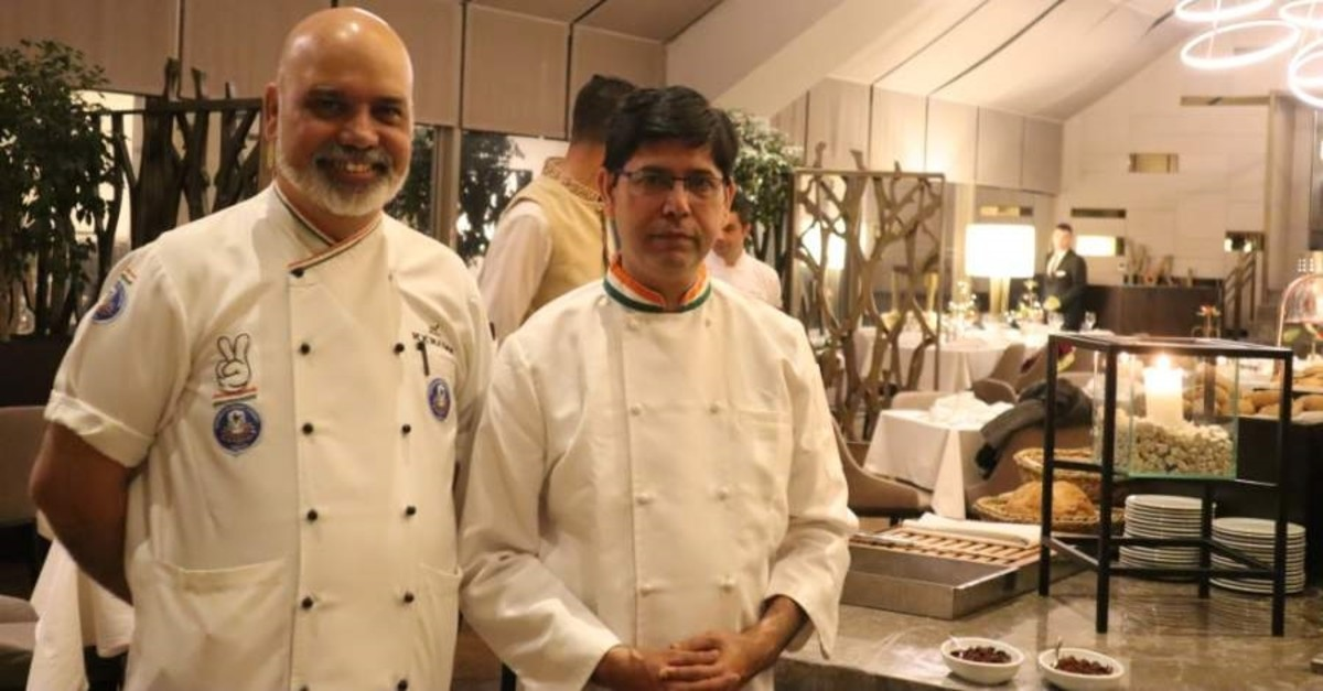 Chef Manoj Kumar, left, and Chef Balram Jaiswal, right, at the first day of the Indian Culinary Days in Ankara, 21 Oct. 2019.