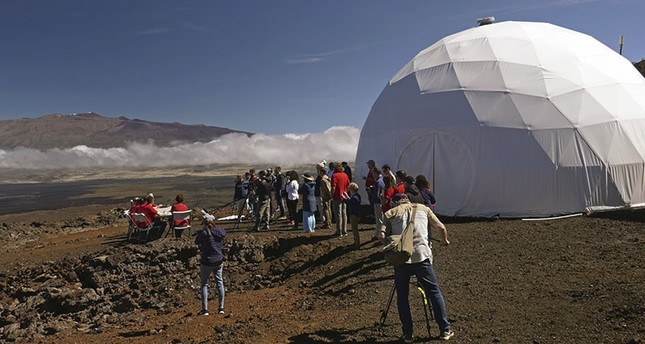 Research crew feasts on fresh food as NASA's 8-month-long Mars simulation in Hawaii volcano ends
