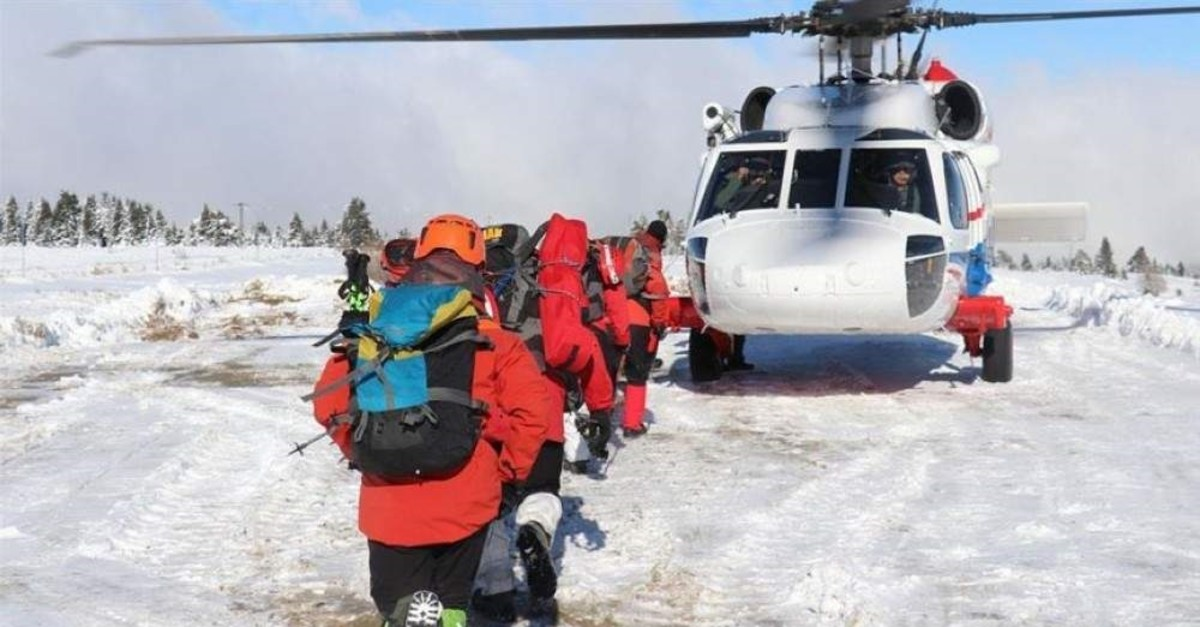 Turkish search and rescue teams continue efforts to find two hikers who went missing on Dec.1 on Mount Uluda? in northwestern Turkey's Bursa province. (AA Photo)