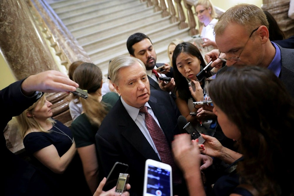 Sen. Lindsey Graham (R-SC) (C) is surrounded by reporters before attending the Senate Republican policy luncheon at the U.S. Capitol August 1, 2017 in Washington, DC. (AFP Photo)