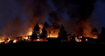 pBei schweren Waldbränden im US-Bundesstaat Kalifornien sind mindestens zehn Menschen getötet worden. Gouverneur Jerry Brown rief am Montag den Notstand für insgesamt acht Bezirke aus; mehr als...