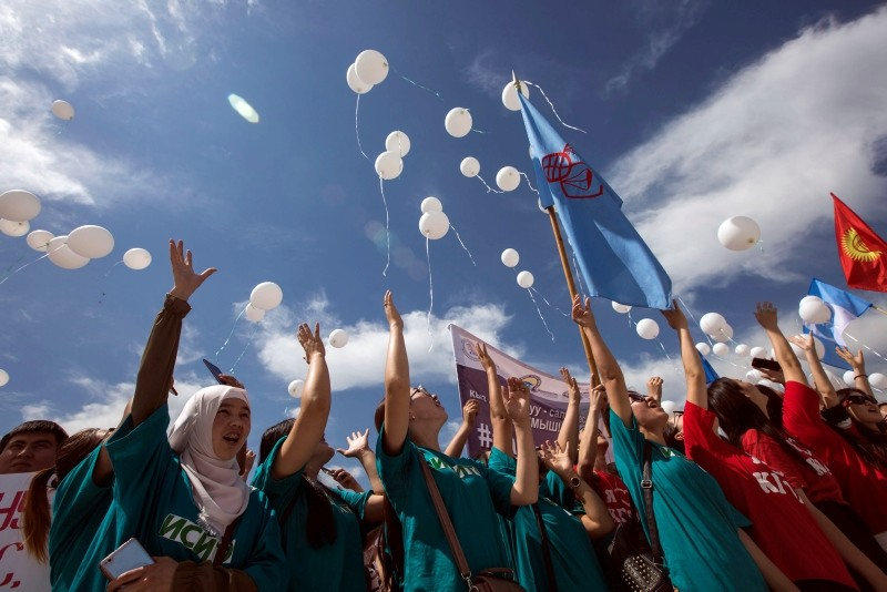 Students release white balloons as they protest against bride kidnappings in downtown Bishkek, Kyrgyzstan, June 6, 2018. (AFP Photo)