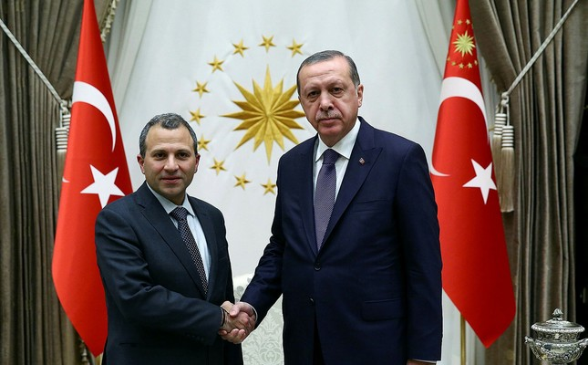 Bassil (L) and Erdoğan shaking hands (Photo by Turkish Presidency)