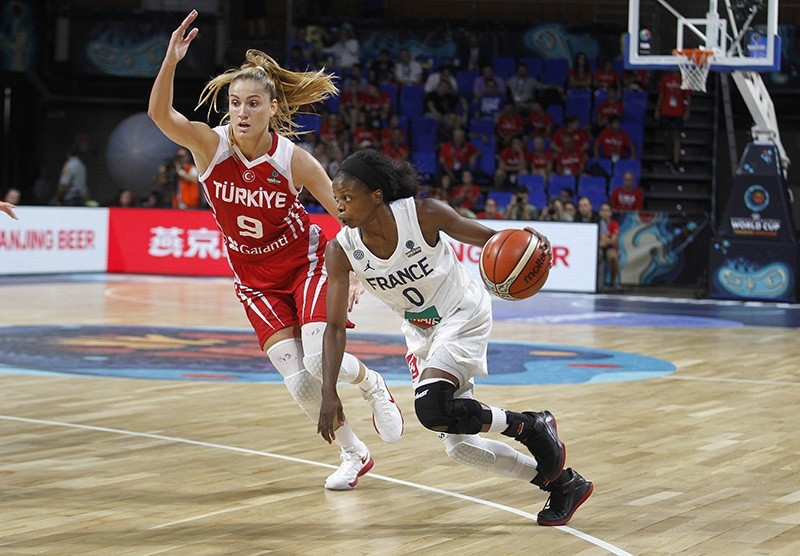 Turkey's Bahar u00c7au011flar (L) and France's Olivia Epoupa (R) in action during the basketball match between France and Turkey at the 2018 FIBA Women's Basketball World Cup in Santa Cruz de Tenerife, Canary Islands, Spain, Sept. 26, 2018. (EPA Photo)