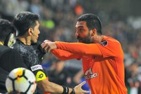 Arda Turan punches pop singer Berkay, makes a pass on wife