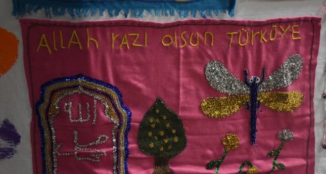 لوحة من تنفيذ أطفال لاجئين في تركيا (الأناضول)