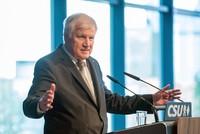 Der designierte Bundesinnenminister Horst Seehofer (CSU) hat als eine seiner ersten Amtshandlungen einen «Masterplan für schnellere Asylverfahren und konsequentere Abschiebungen»...