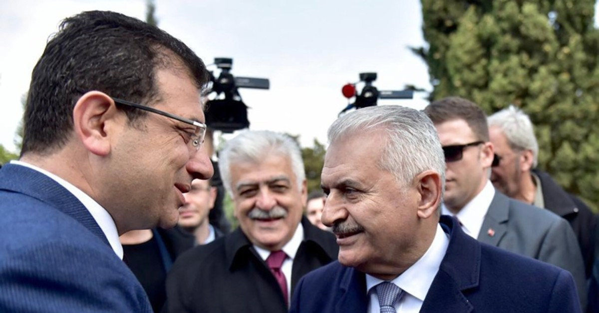 Two candidates in the rerun of Istanbul mayoral elections, AK Party's Binali Yu0131ldu0131ru0131m and CHP's Ekrem Imamou011flu shake hands at the mausoleum of late President Turgut u00d6zal in Istanbul in a ceremony to mark his 26th death anniversary. (AA Photo)