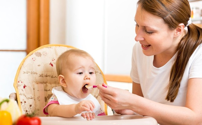 You should start introducing new foods to your children one by one, taking into account how babies will react.