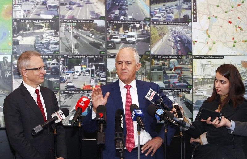 Australian Prime Minister Malcolm Turnbull (R) speaks to the media during a visit to the Traffic Management Centre in Sydney, New South Wales, Australia, 11 May 2018.  (EPA Photo)