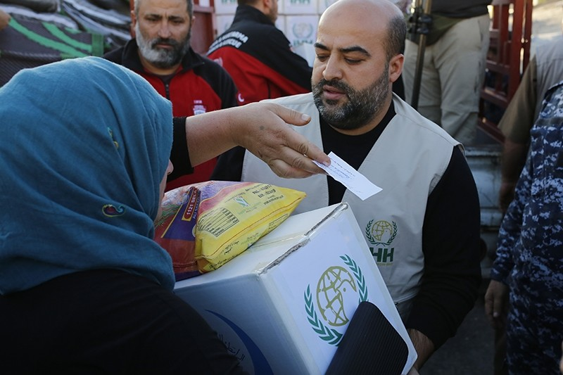 Turkish aid group Humanitarian Relief Foundation (IHH) has aided 60,000 victims of the earthquake that struck the Iran-Iraq border. (AA Photo)