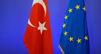 pGeorge Katrougalos, der stellvertretende Außenminister von Griechenland, sagte am Donnerstag, dass es ein großer Fehler wäre, die EU-Beitrittsgespräche mit der Türkei zu stoppen./p  pIm Gespräch...