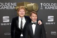 Auf dem roten Teppich lächeln und posieren Stars und Sternchen für die Fotografen, in der Show ist Mitfiebern angesagt: In Hamburg ist am Samstagabend die Goldene Kamera verliehen worden.  Es gab...