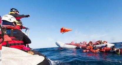 Hilfsorganisation: 120 Flüchtlinge in akuter Seenot