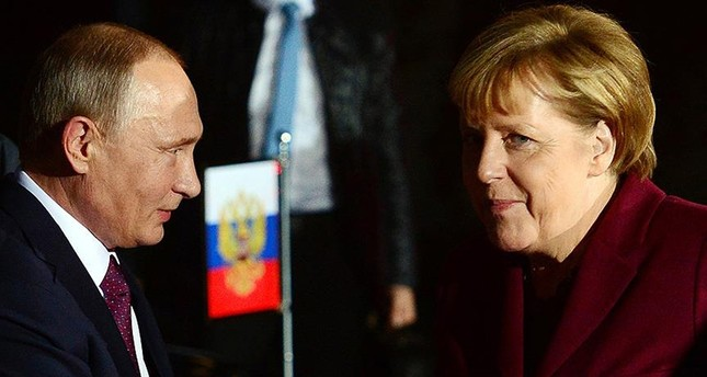 بوتين وميركل يبحثان هاتفياً الوضع بسوريا وأوكرانيا