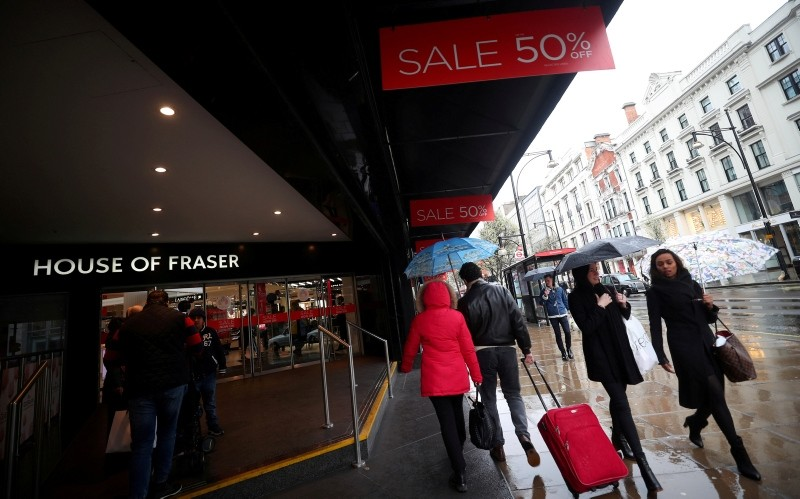 Shoppers walk past House of Fraser on Oxford Street in central London, Britain, April 2, 2018. (REUTERS Photo)