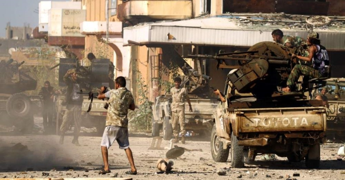 Militants loyal to Khalifa Haftar during clashes in Benghazi's Al-Hout market area on May 20, 2017. (AFP Photo)