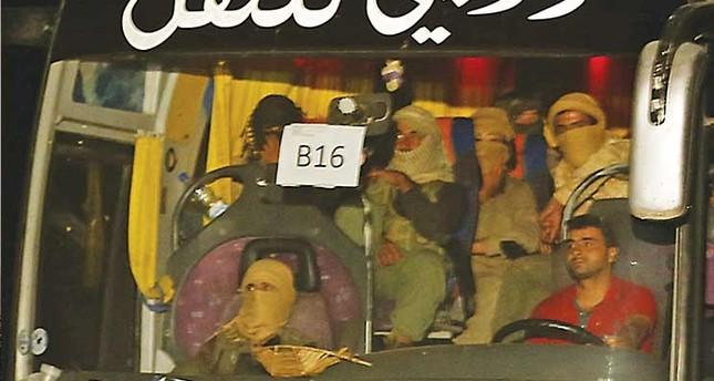 أمريكا تراقب قافلة داعش المتجهة إلى حدود العراق وقد تقصفها بأي وقت