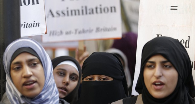 Muslim woman take part in a demonstration by the Islamic political party Hizb ut-Tahrir against France's banning of full face veils from public spaces, outside the French Embassy in London September 25, 2010.  ()