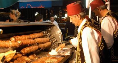 """pSie werden sich wundern, dass Sie der """"Kokoreç – ein traditionelles Gericht aus gegrilltem Kuh- oder Lammdarm – durch das Hormon Serotonin glücklich machen kann./p  pIm..."""