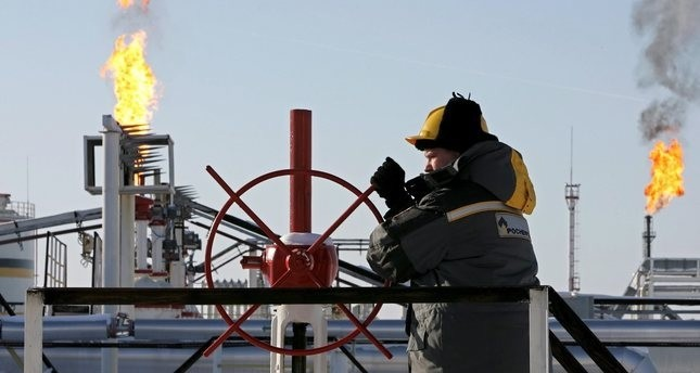 روسيا والاتحاد الأوروبي وأوكرانيا يبحثون الشهر المقبل تصدير الغاز إلى كييف