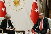 President Recep Tayyip Erdoğan called UK's Prime Minister Theresa May Thursday to express condolences over the London terror attack and stressed that the two countries are partners in the fight...
