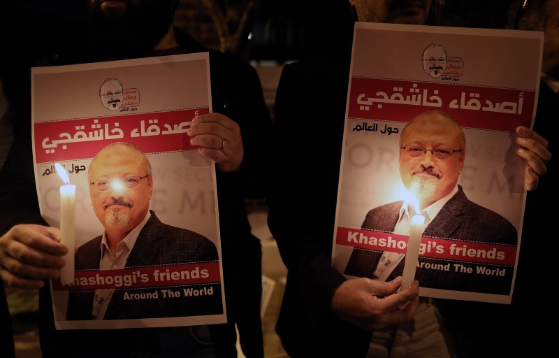 Protestors hold candles and pictures of Jamal Khashoggi during the demonstration in front of Saudi Arabian consulate in Istanbul, October 25, 2018. (EPA Photo)