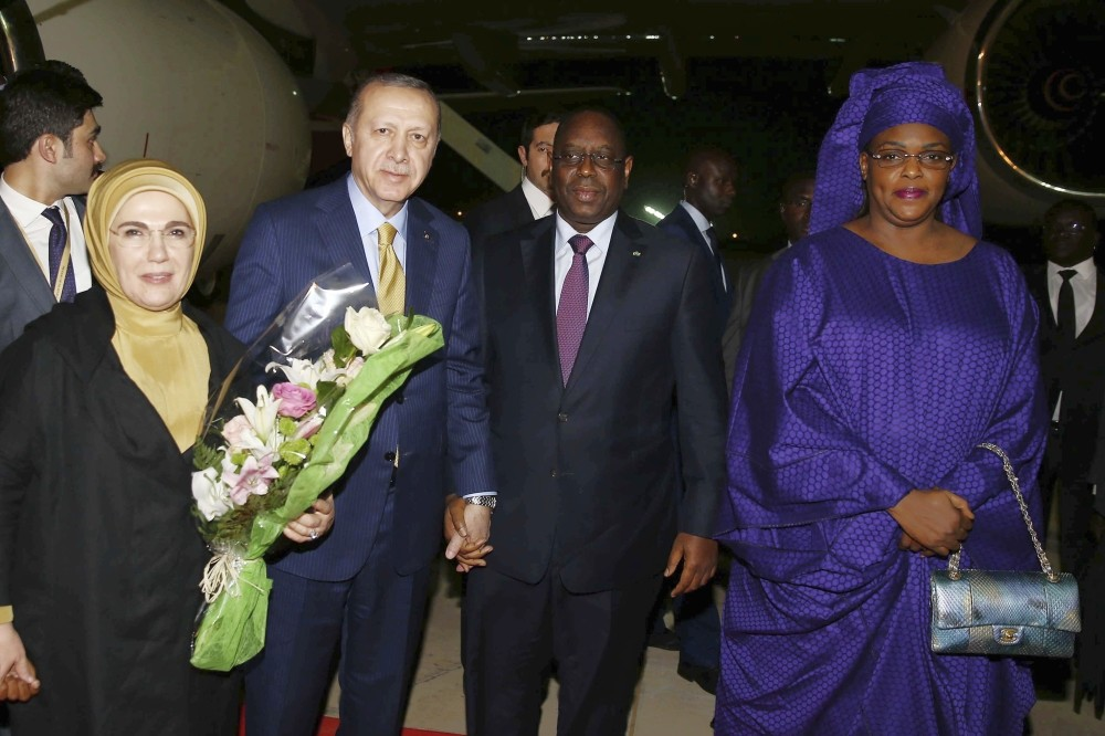 President Recep Tayyip Erdou011fan and first lady Emine Erdou011fan were welcomed by Senegalese President Macky Sall and Senegalese first lady Marieme Faye Sall, in Dakar, late Wednesday.
