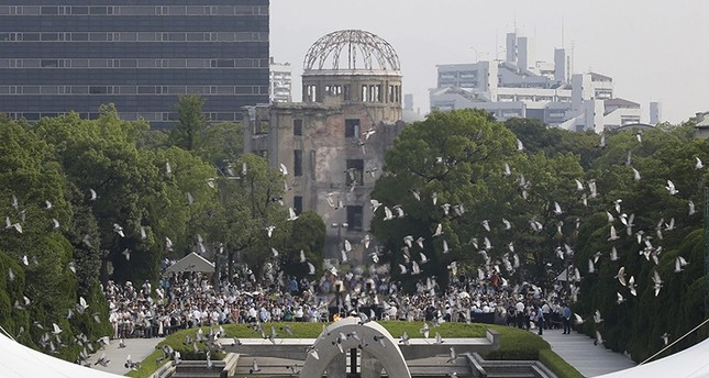 Doves fly up past a cenotaph and the Atomic Bomb Dome during the peace memorial ceremony marking the 71st anniversary of the nuclear bombing of the city at Hiroshima Peace Memorial Park in Hiroshima, western Japan, 06 August 2016. (EPA Photo)