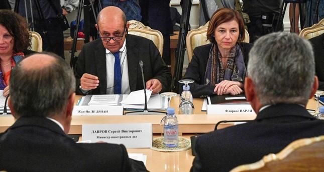 وزير الخارجية ووزيرة الجيوش الفرنسيان في مباحثاتهم مع نظرائهم الروس أمس (الفرنسية)
