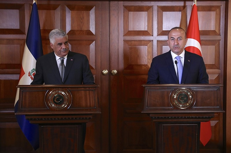 Foreign Minister Mevlu00fct u00c7avuu015fou011flu (Right) attending a joint press conference with Dominican counterpart Miguel Vargas (Left) in Ankara, April 19, 2017 (AA Photo)