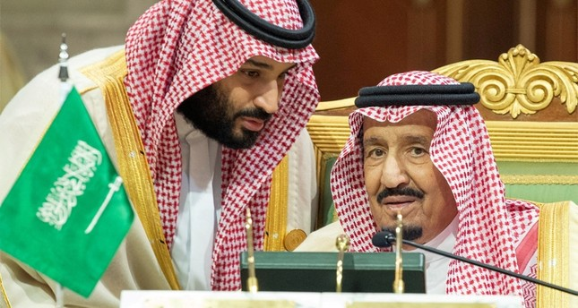 Saudi Arabia's Crown Prince Mohammed bin Salman talks with Saudi Arabia's King Salman bin Abdulaziz Al Saud during the Gulf Cooperation Council's (GCC) Summit in Riyadh, Saudi Arabia Dec. 9, 2018.  (Reuters Photo)