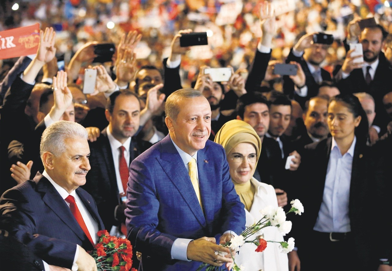 President Recep Tayyip Erdou011fan (C), accompanied by his wife Emine Erdou011fan, and the then-Prime Minister Binali Yu0131ldu0131ru0131m, now the AK Party's Istanbul mayoral candidate, greet members and supporters during a party congress, Ankara, May 21, 2017.
