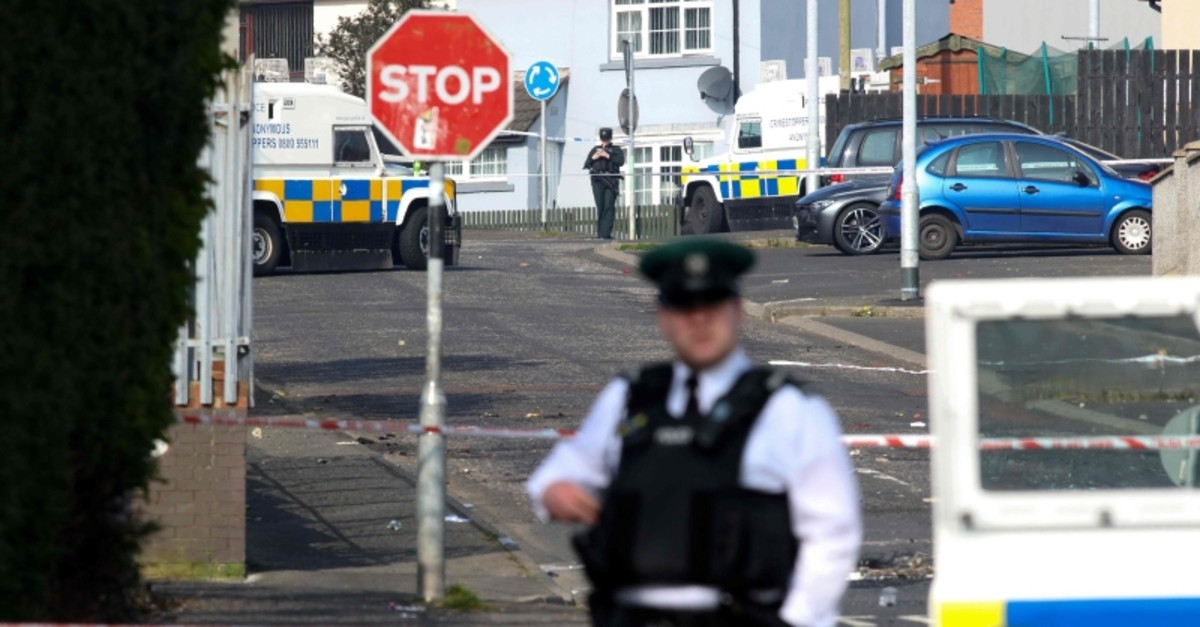 Police secure the area where a journalist was fatally shot amid rioting overnight in the Creggan area of Derry (Londonderry) in Northern Ireland on April 19, 2019. (AFP Photo)