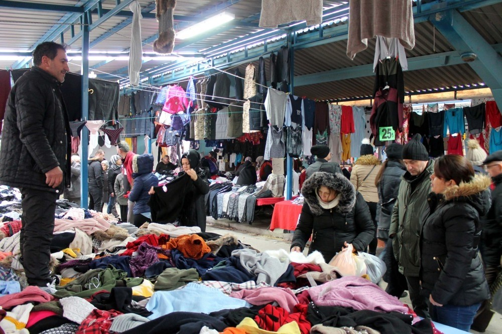 People shopping at the Ulus Pazaru0131, a local marketplace in Edirne.