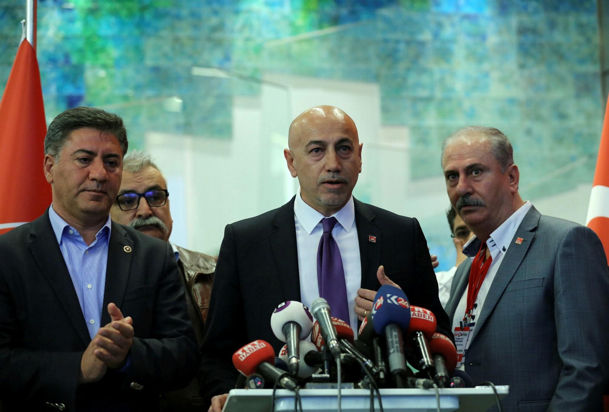 CHP deputy chairman Erdal Aksu00fcnger (C)