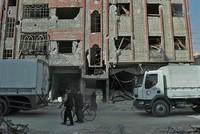Die syrische Regimearmee hat einen Keil in die Oppositions-Enklave Ost-Ghuta getrieben und sie nach Angaben eines Kommandeurs geteilt. Die aus Osten vorstoßenden Kämpfer stünden davor, sich mit den...